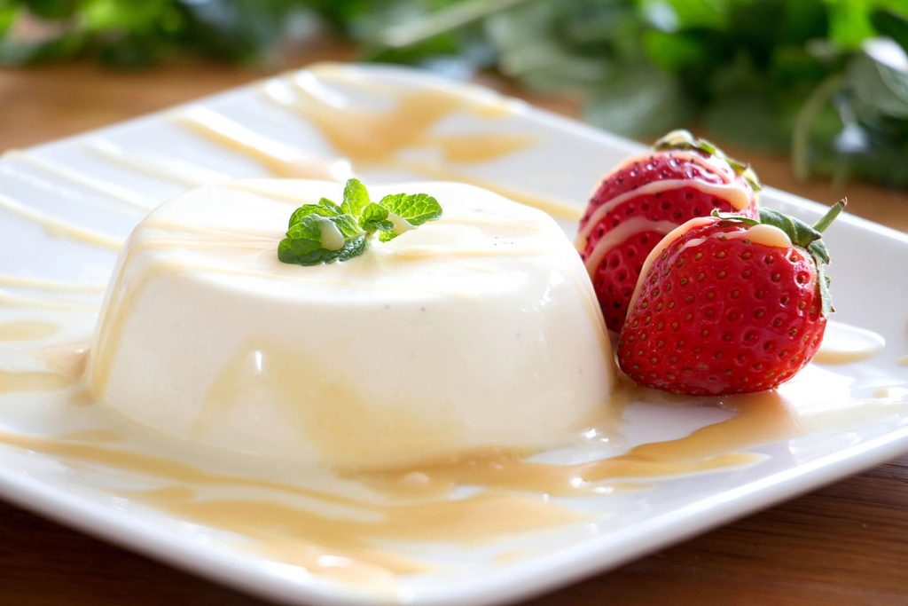 Panna cotta à la vanille et son coulis de caramel salé