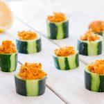 Houmous de carottes dans leur coupe de concombres