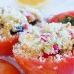 Tomates farcies au couscous et aux petits légumes rôtis
